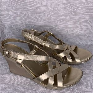 Kenneth Cole Cedar City Gold Wedges Sandals 9